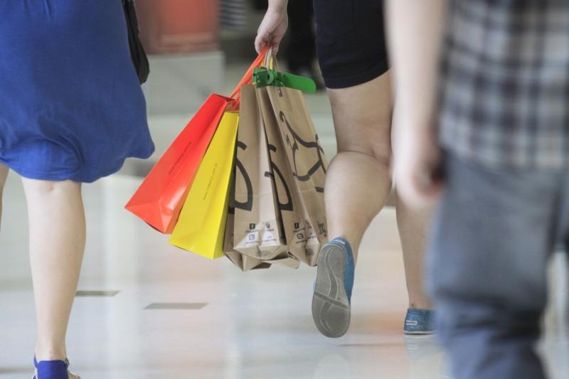 Baixa confiança no mercado de trabalho reduz ímpeto de comprar