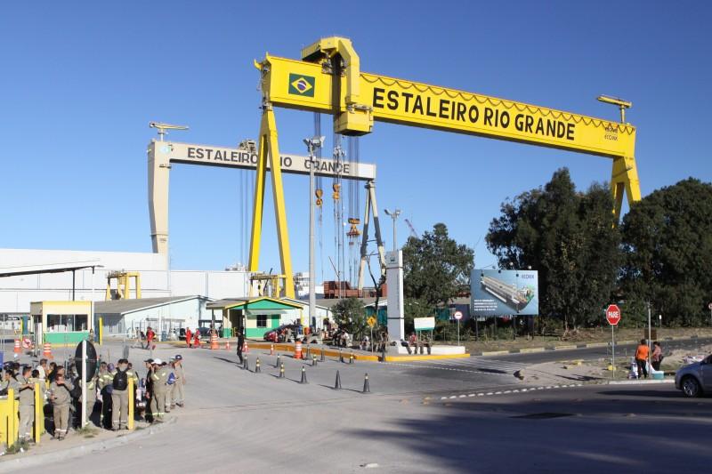 A ação iniciou há cerca de um mês e era esperada pelos funcionários do Estaleiro Rio Grande