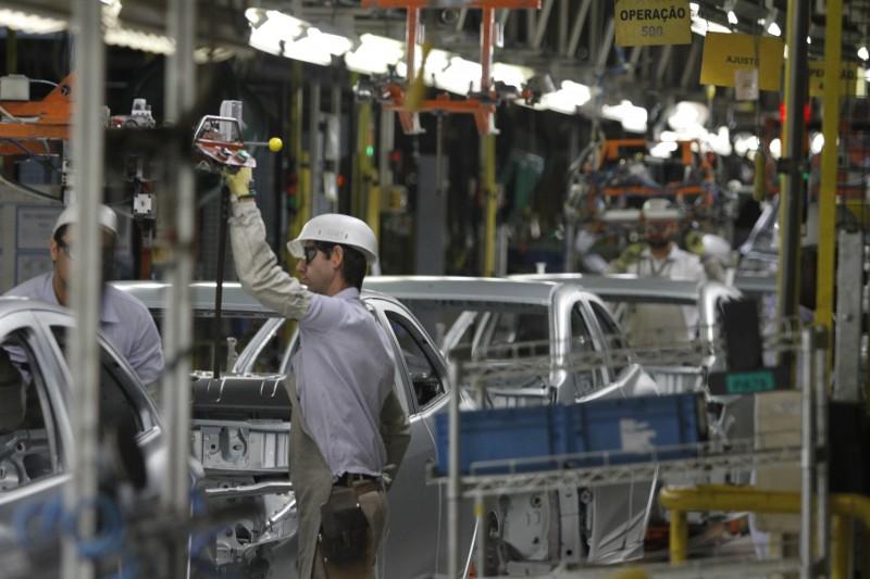 Produção brasileira caiu 23,5% em setembro ante agosto, para 223,1 mil carros