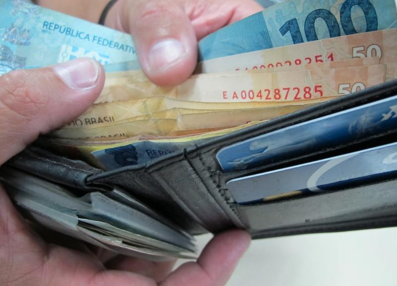 Governo não elevará salário mínimo e promete novo contingenciamento