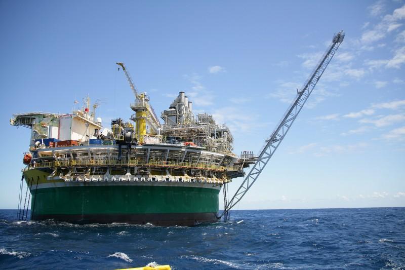 O petróleo WTI para outubro, contrato mais líquido, fechou em baixa de 0,12%, a US$ 43,12 o barril