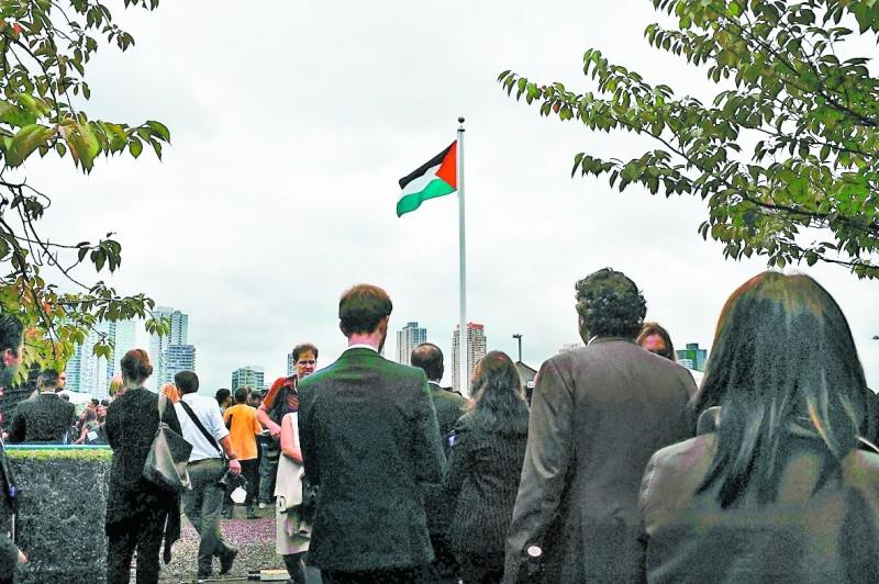 Pela primeira vez, bandeira palestina foi hasteada na sede das Nações Unidas, em Nova Iorque