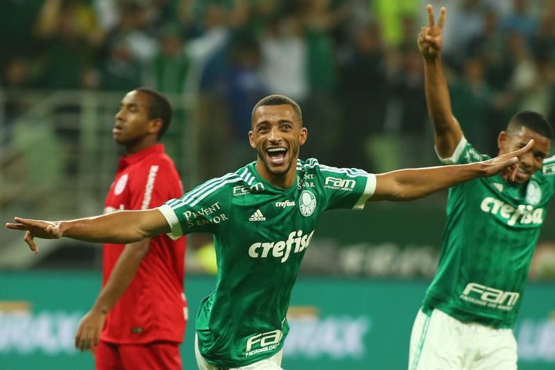 Vitor Hugo marcou o primeiro gol na vitória dos paulistas sobre os gaúchos