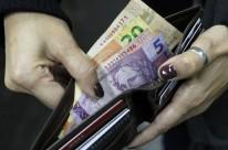 Dinheiro guardado está sendo usado para pagar contas do dia a dia