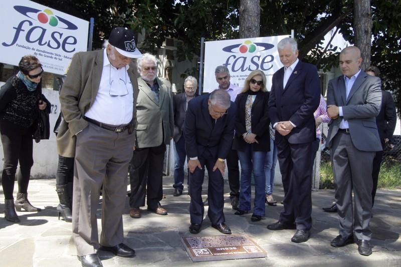 Placa do projeto Marcas da Memória foi instalada em frente à fundação, na avenida Padre Cacique, na Capital