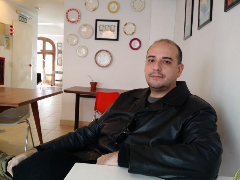 O jornalista Gottems busca ganhar em dólares por seus trabalhos