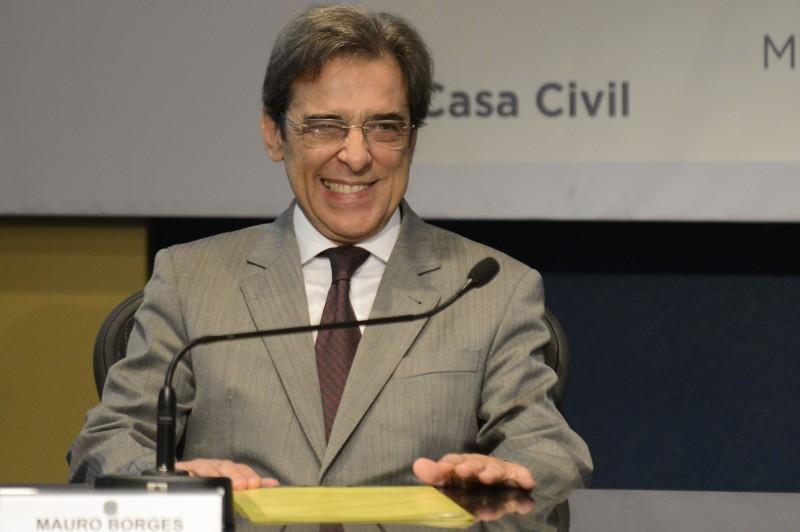 Ex-ministro Mauro Borges, do Mdic, aparece em troca de mensagens comprometedoras