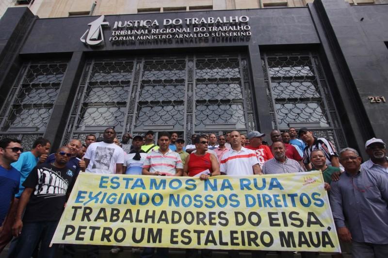 Fechamento da indústria e demissões em massa provocaram protestos públicos dos trabalhadores no Rio
