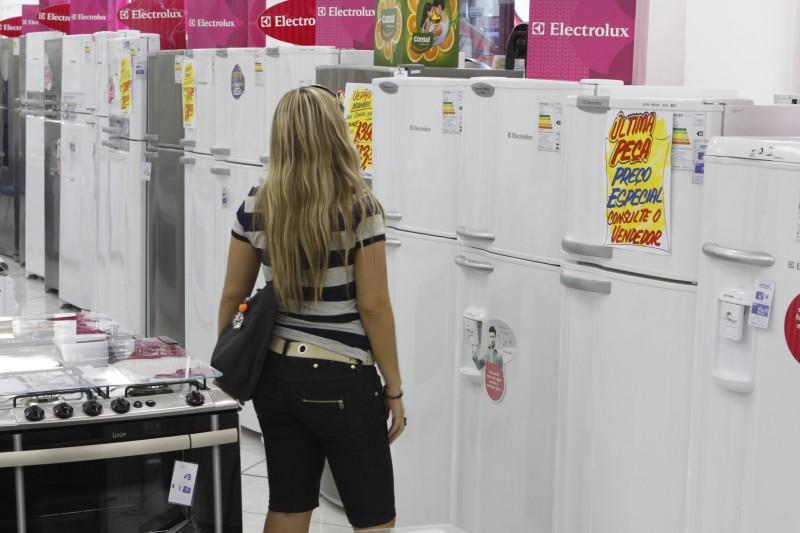 Consumidores avaliam o momento atual como desfavorável para comprar bens duráveis