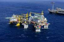 Petróleo fecha em baixa, com Opep+ e sinais negativos da demanda por Covid-19