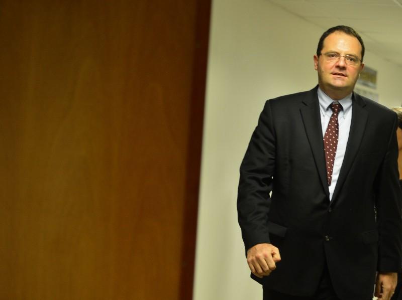 Nova previsão ocorre após ajustes para conter déficit, segundo Barbosa