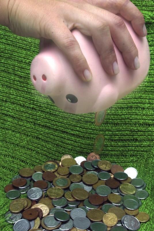 Cenário de baixa rentabilidade fez com que o volume de saques da poupança superasse o de aplicações em R$ 53,568 bilhões em 2015