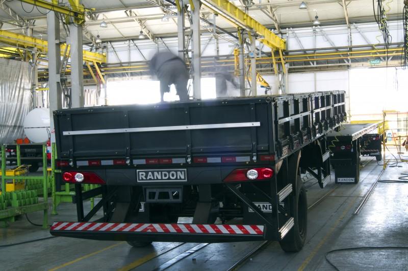 Produção cresceu 30,5% em caminhões e 72,5% em reboques