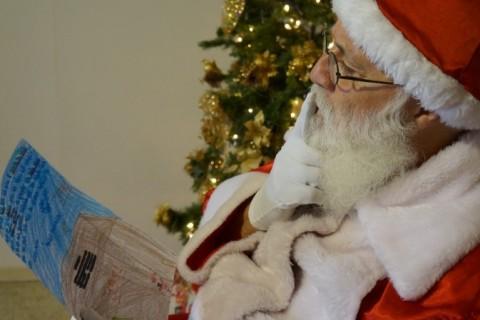 Veja como adotar cartinhas com pedidos de presente para o Papai Noel
