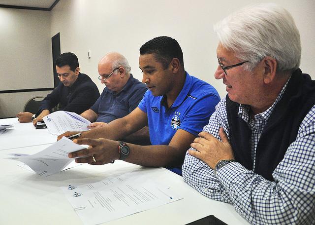 Técnico renovou com o time gaúcho até 2017