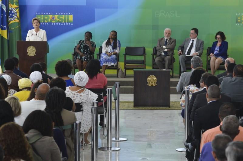 Dilma Rousseff discursou para plateia formada por movimentos negros