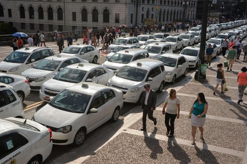 Taxistas reclamam da concorrência