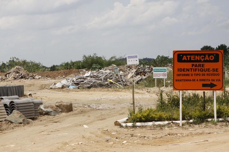 Aterros sanitários ainda são utilizados por 399 municípios no Estado