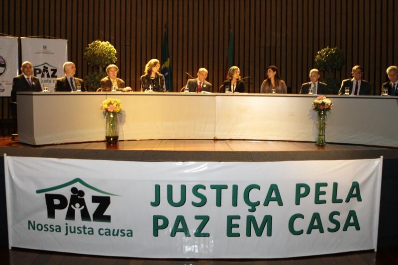 Pré-lançamento de campanha teve a participação da vice-presidente do STF (c)