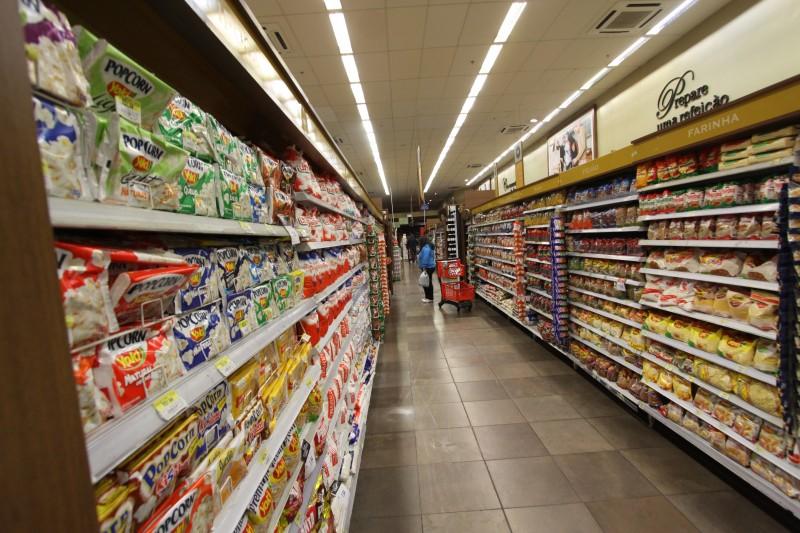 Consumidor brasileiro reduziu o número de visitas às lojas neste ano