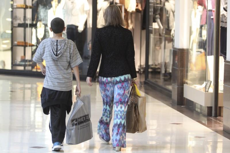 Consumo das famílias retraiu 1,5%, e indústria registra baixa de 1,3%