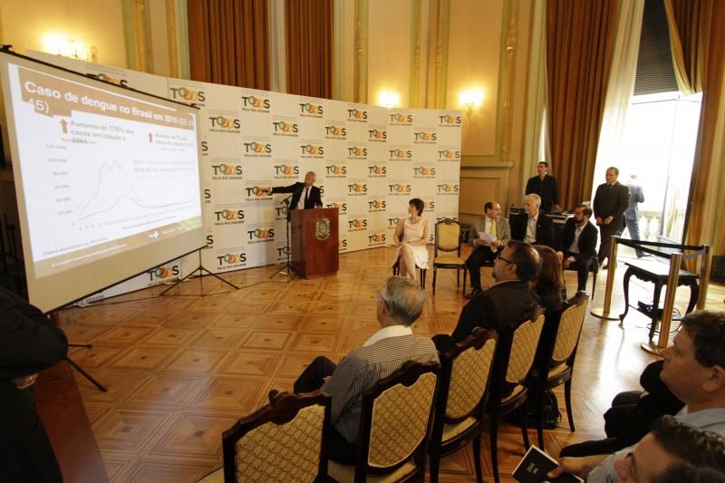 Gabbardo (c) reuniu prefeitos de cidades com casos elevados de dengue