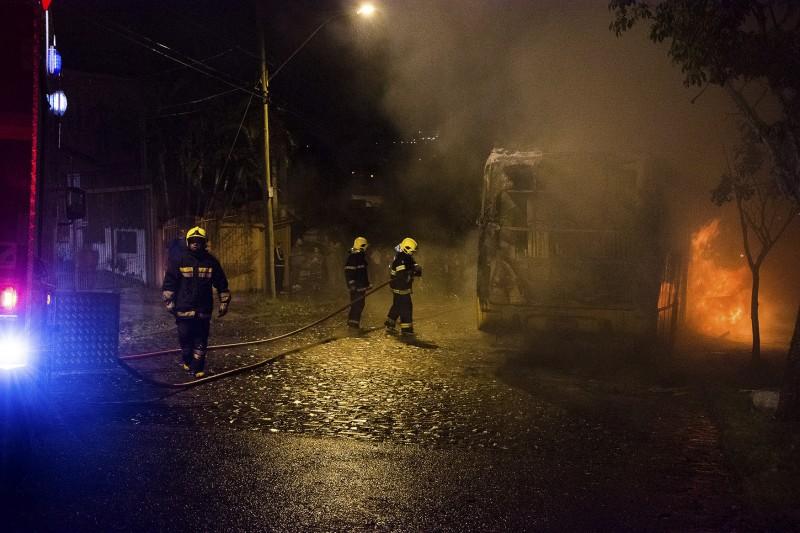 Porto Alegre contabiliza 14 ônibus incendiados em 12 meses
