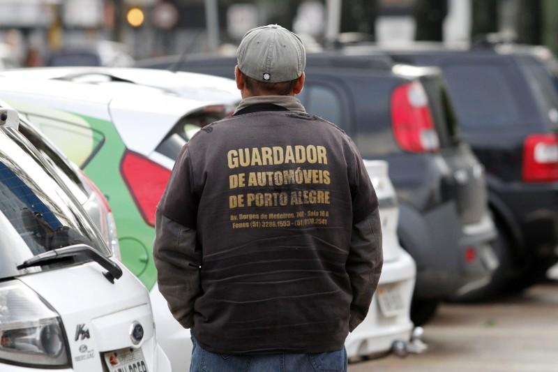 Profissão de guardador de carro foi criada em 1975 por lei federal