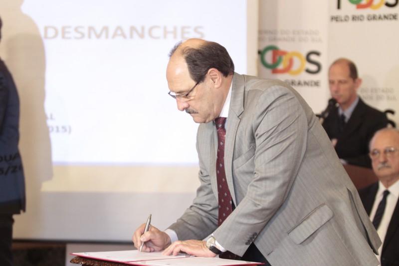 Sartori sancionou ontem lei que prevê comprovação de origem de peças