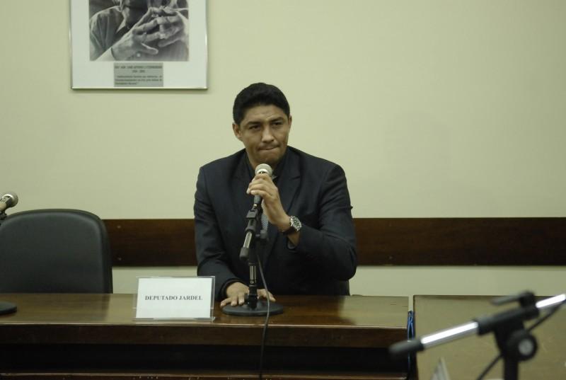 Acusado de quebra de decoro parlamentar, Jardel preferiu calar-se