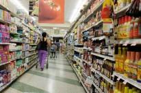 Brasileiro está pagando mais pelos produtos nos supermercados e levando menos itens