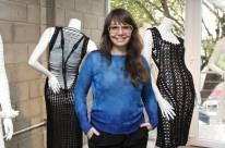 Helen Rödel escolheu Porto Alegre, cidade onde começou o trabalho com moda para instalar sua primeira loja temporária. Até então ela vendia apenas pelo e-commerce e sob medida.