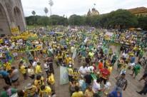 Movimento Brasil Livre lidera manifestação no Monumento ao Expedicionário, no parque Farroupilha