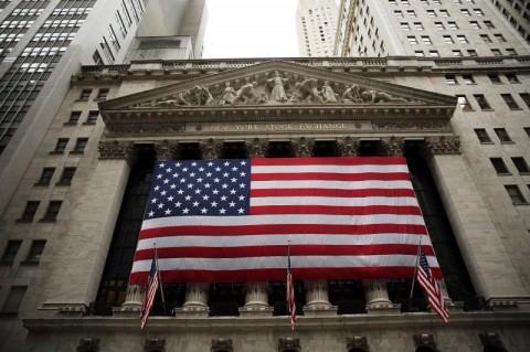 Bolsas de Nova Iorque fecham em alta apoiadas por dados, após perdas recentes
