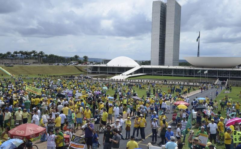 Manifesto pró-impeachment defronte ao Congresso Nacional em Brasília termina de forma pacífica