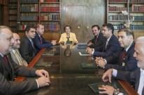 Dilma Rousseff recebeu documento durante encontro no Alvorada