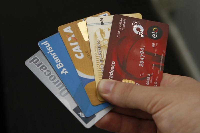 Reclamações se dão a ausência ou contratação inadequada de cartão de crédito consignado