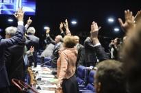 Projeto que regulariza dinheiro depositado por brasileiros no exterior teve 41 votos a favor e 27 contrários