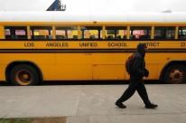 Motoristas de ônibus escolares levaram estudantes de volta para casa