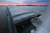 As barcaças levam mais carga e substituem centenas de caminhões