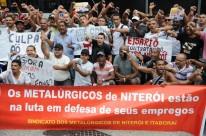 Única saída para trabalhadores afastados foi fazer manifestação em frente ao prédio da Transpetro contra o fechamento das empresas do setor naval
