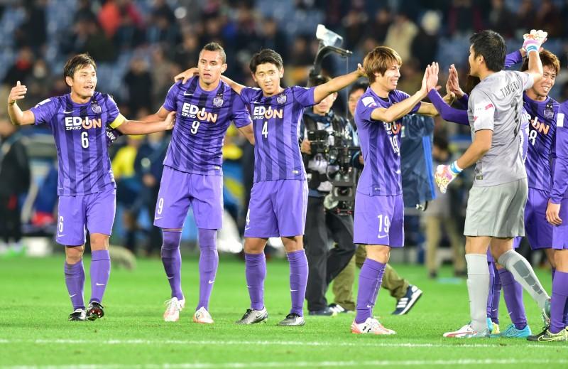 Japoneses celebram o terceiro lugar na competição