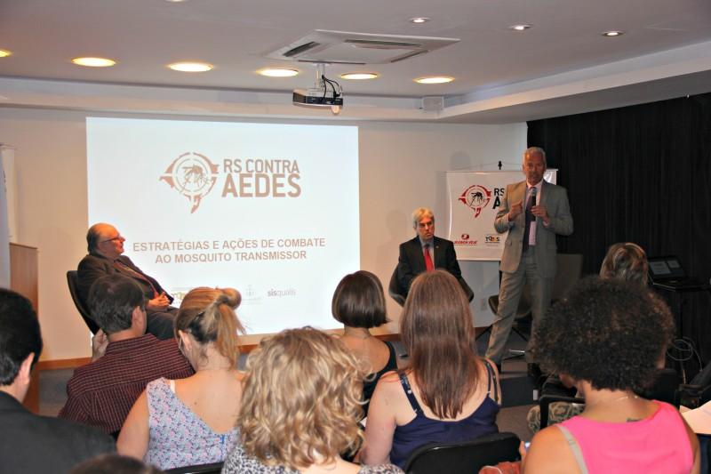 Segundo o secretário João Gabbardo (d), capacitação ampliará equipe de 2,8 mil para 12 mil agentes