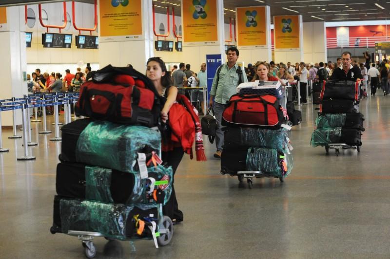 As despesas dos brasileiros no exterior determinou a conta de viagens internacionais