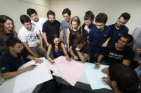 >>  Integrantes da EJ Minas da Ufrgs traçam na sala de aula planejamento estratégico de 2016