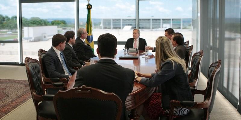 Lewandowski (c) recebeu o presidente da Câmara, Eduardo Cunha, em reunião acompanhada pela imprensa