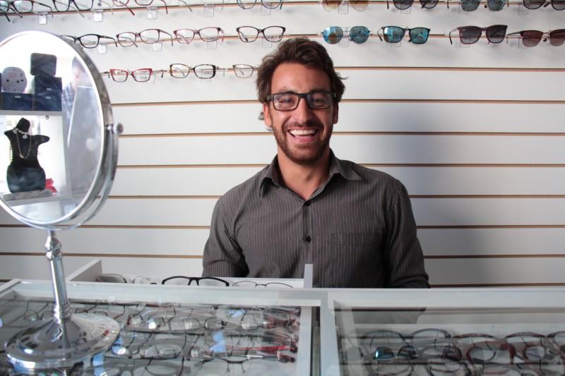 Renato Camargo aliou gosto pelo surfe com a experiência no mercado de óculos e relógios