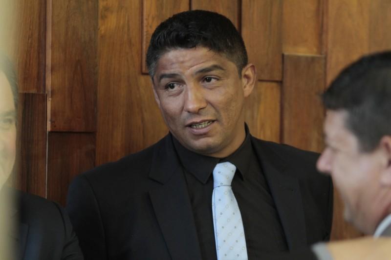 Ao falar pela primeira vez na tribuna do Parlamento, Jardel disse que 'começou errado, mas pode melhorar'