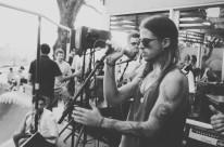 Banda New Age Travellers é atração do projeto Sol sessions, em Atlântida