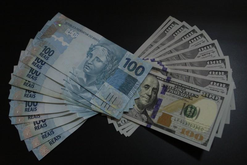 No fechamento, o dólar à vista terminou o dia em R$ 5,4402, em alta de 0,25%